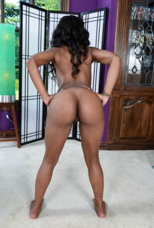 Ebony amateur Amilian Kush spreads her wet pussy wide open on director's chair