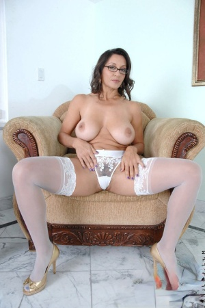 Mature housewife Persia Monir pauses to toy her twat during the day
