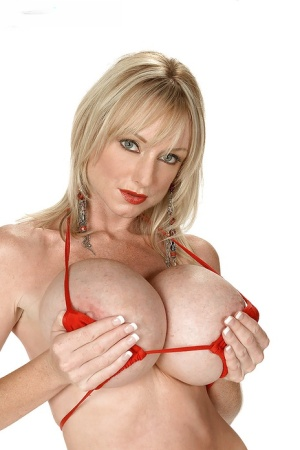 Busty MILF Morgan Leigh strips off bikini and shows her round boobs