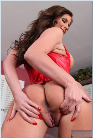 Sexy MILF in red girdle Phoenix Marie showing her fuckable body