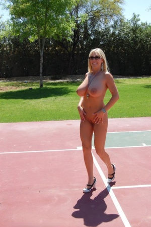 Sporty mature babe with big knockers Wifey stripping outdoor