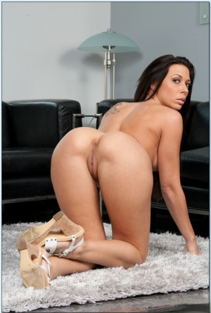 Foxy brunette MILF Rachel Starr shows her tight ass in high heels.
