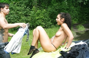Sexy amateur babe gets undressed and gives a blowjob outdoor