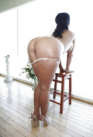 Busty MILF Phoenix Marie revealing her gorgeous ass and sweet pussy