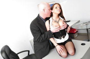 Slutty secretary Hannah West gets her pussy licked and gives a blowjob
