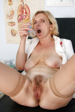 Mature slut in stockings playing with a big vibrator and a speculum