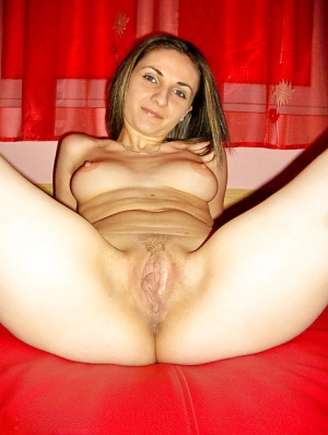 Naked brunette amateur with big jugs showcasing her trimmed cunt
