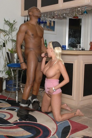 Juggy MILF Carly Parker enjoys interracial hardcore twatting
