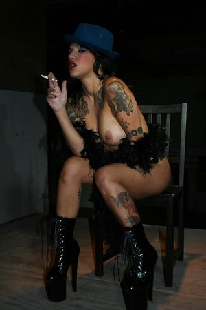 Tattooed babe Reagan Reese smoking while toying her trimmed cunt