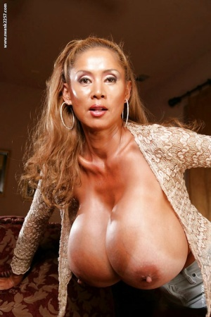 Naughty MILF reveals her jaw-dropping big jugs and exposes them in close up